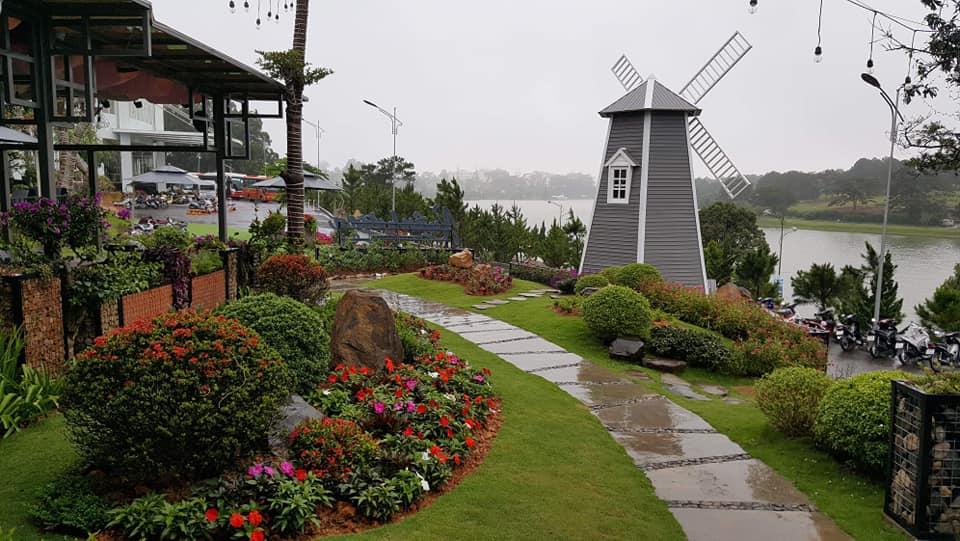 Quán cafe có sân vườn
