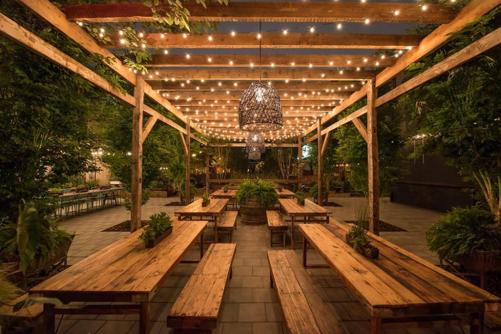 Nhà hàng sân vườn cổ điển