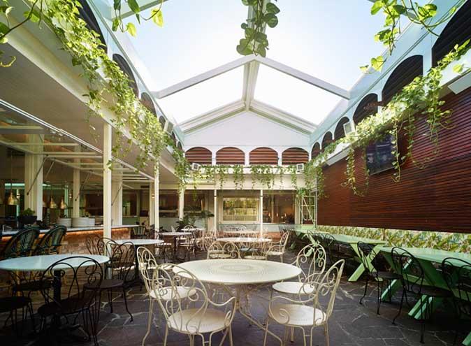 Nhà hàng sân vườn cổ kính