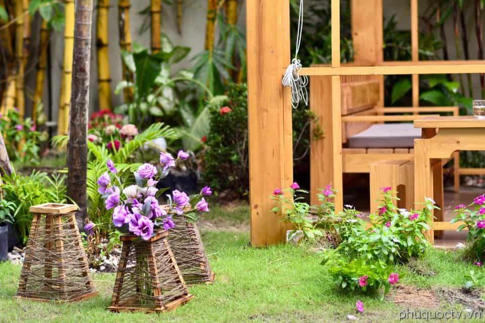 Trang trí chủ đạo cây và hoa